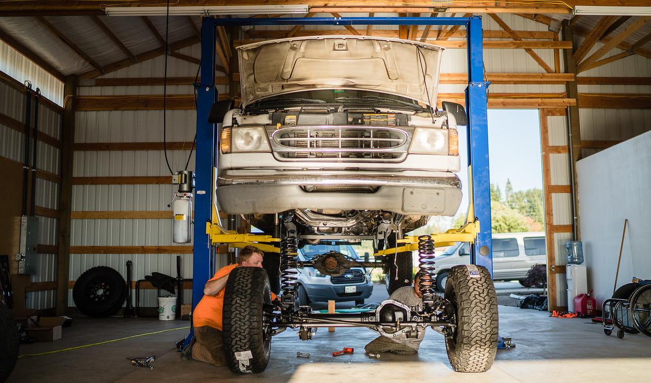 Subtle Shuttle – Ford E350 4×4 build
